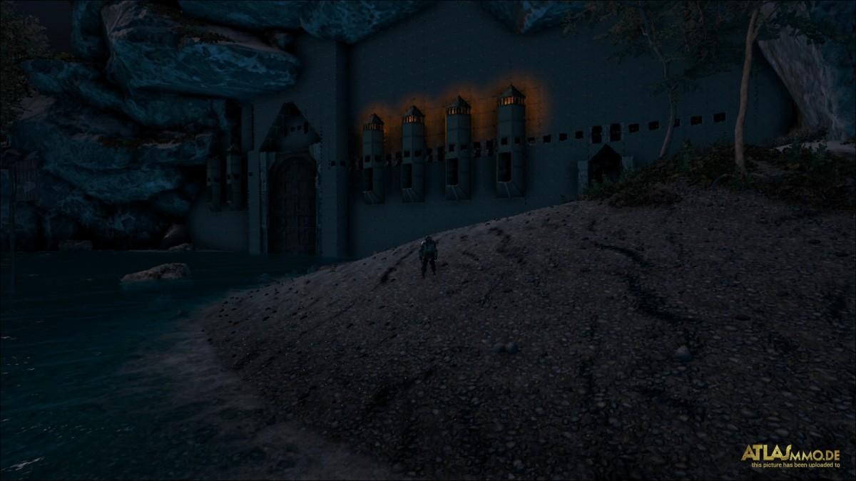 Beleuchtungs Elemente in die Mauer gefügt nun wird sie auch von weiten schon Gesehen